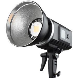 Godox SLB60W LED glava je napravljena za rad a terenu. Ima temperaturu svetla od 5600K, bowens kacenje i izmenjivu li-ion bateriju
